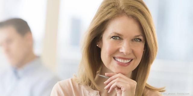 Zahnlücke: Implantate mit Kronen oder Zahnbrücke?